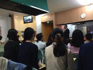 広島観光親善大使の後ろ姿